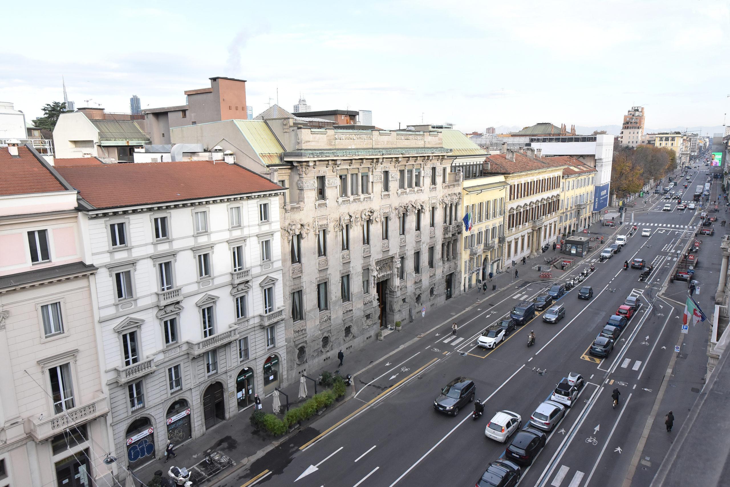 Corso Venezia, Elegante Ufficio Neoclassico