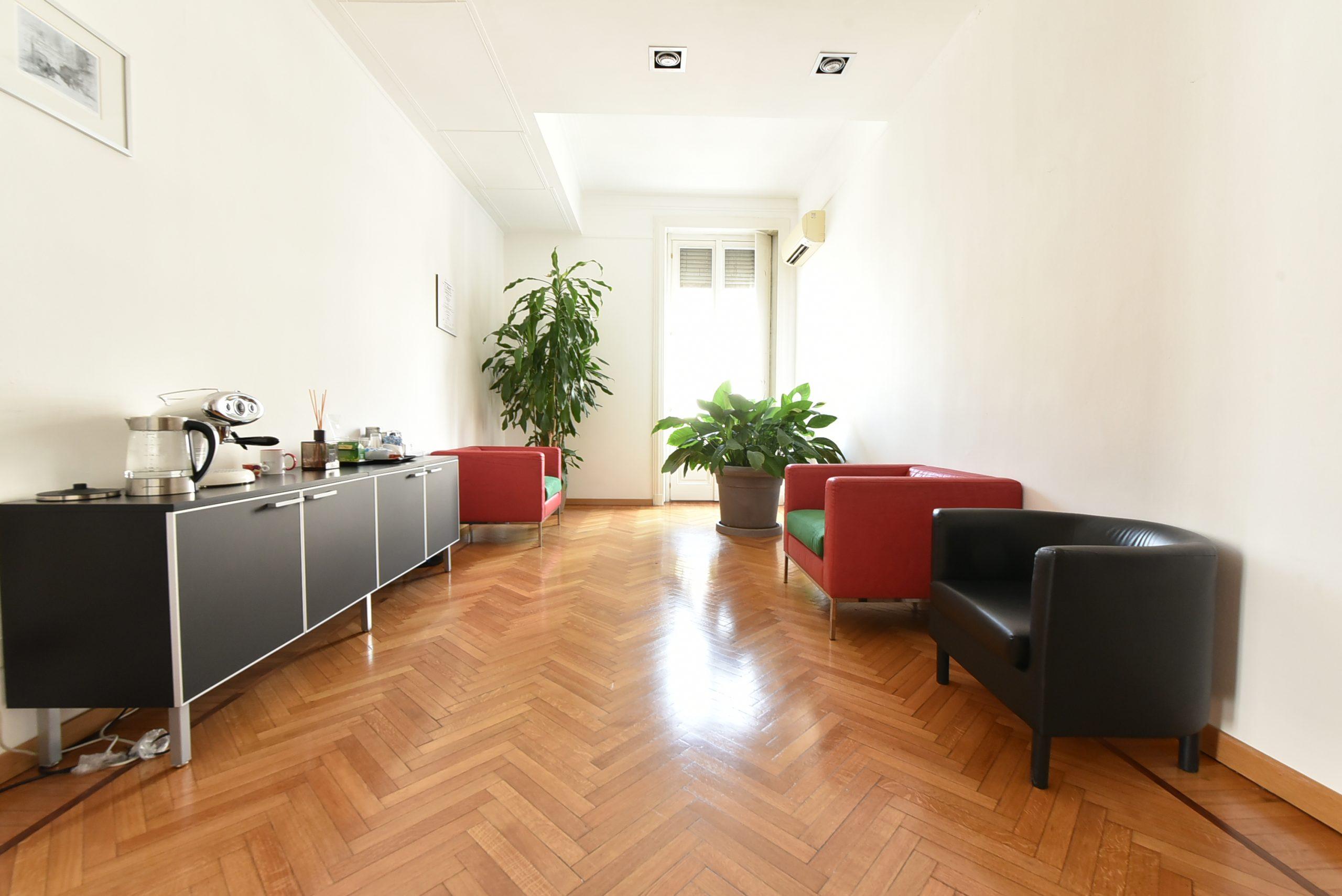 Adiacenze via Torino – Luminoso Ufficio;